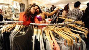 Lepa, a strupena oblačila – vplivi na zdravje in okolje